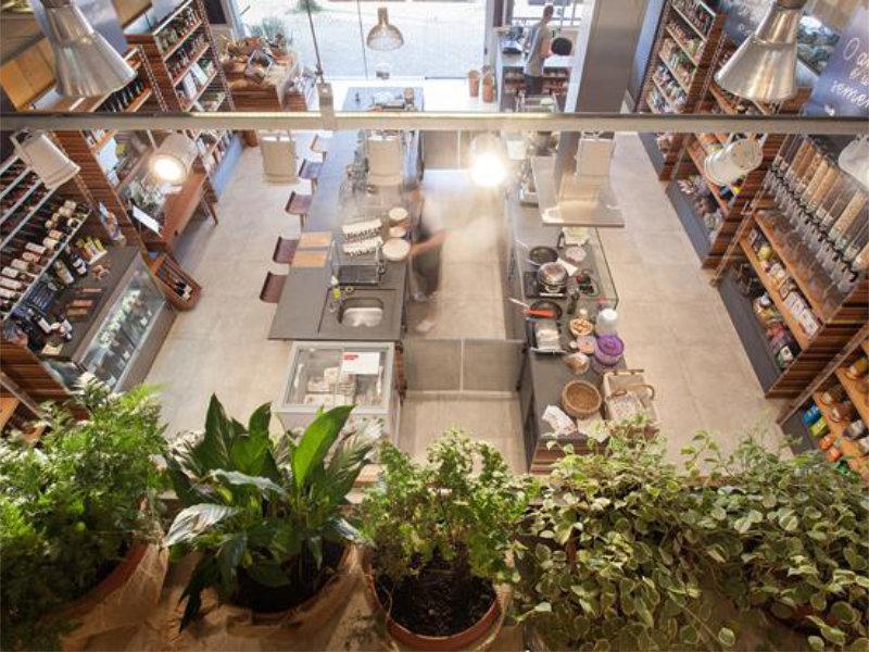 Pimont Arquitetura cria ambiente que valoriza o simples da vida para o Empório Ubaiá