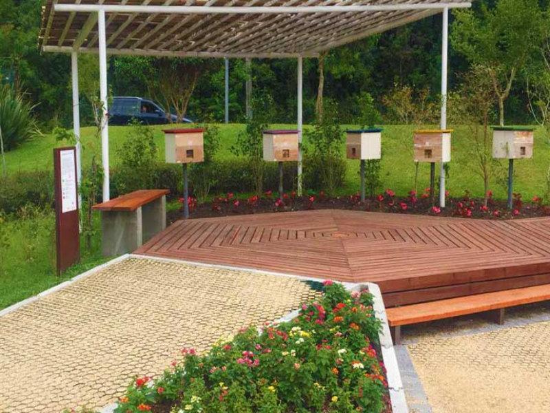 O PlastFloor está presente na estrutura do Apiário no parque Barigui