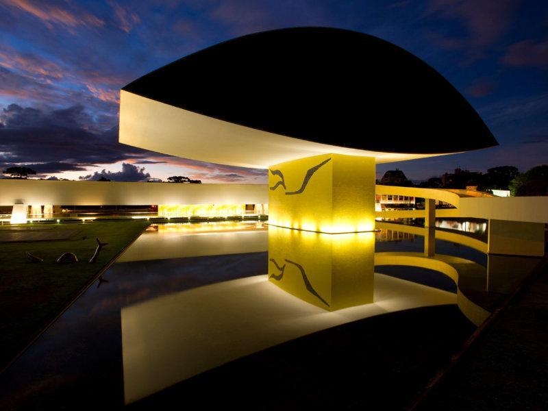 Museu Oscar Niemeyer realiza exposição inédita dos Irmãos Campana