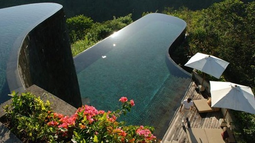 piscina_borda_infinita_do_hotel_Ubud_Hanging_Gardens_em_Bali_na_Indonsia