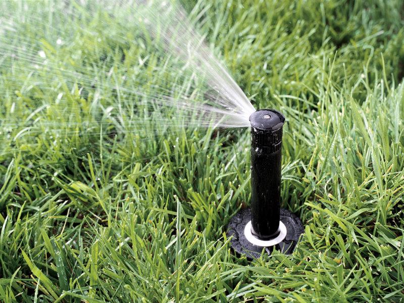 A irrigação contribui ao meio ambiente, reuso de água e água coletada da chuva